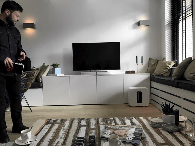 Sonos PLAYBASE in de woonkamer