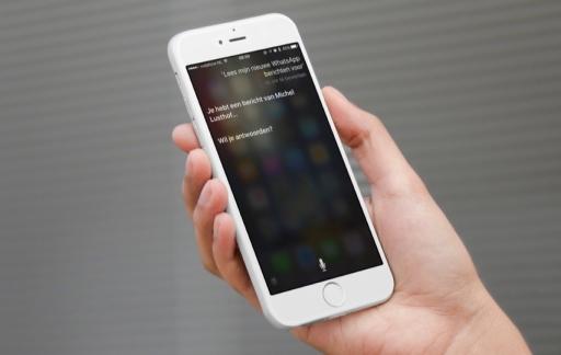 Siri leest WhatsApp-berichten voor.