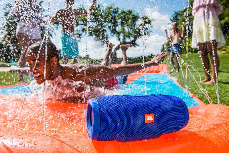 JBL Charge 3 in het zwembad