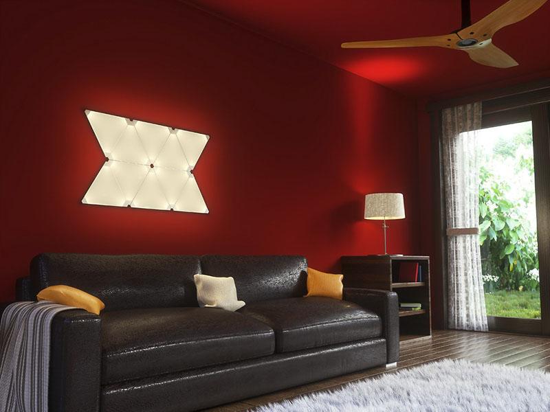 Nanoleaf Aurora met rode muur