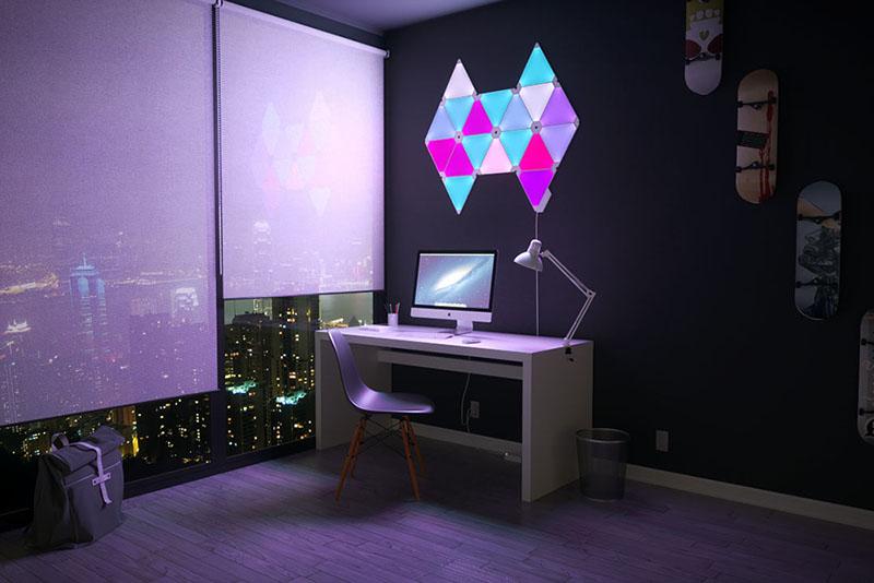Nanoleaf Aurora: werkkamer met paarsblauw patroon