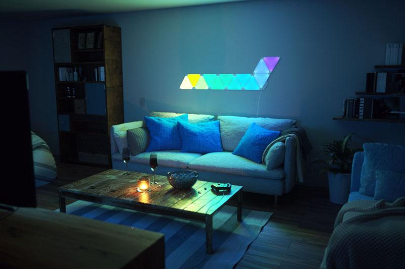 Nanoleaf Aurora bank met blauwgroene tinten