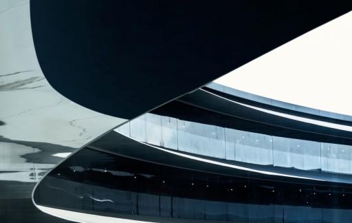 Apple Park met glazen wand.