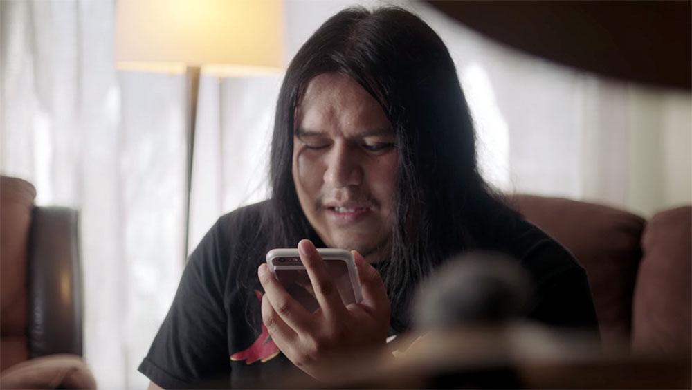 Blinde persoon met iPhone
