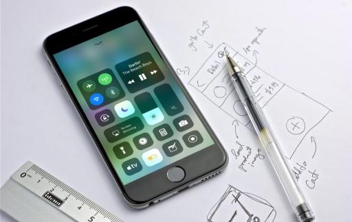 Bedieningspaneel in iOS 11 met energiebesparing.