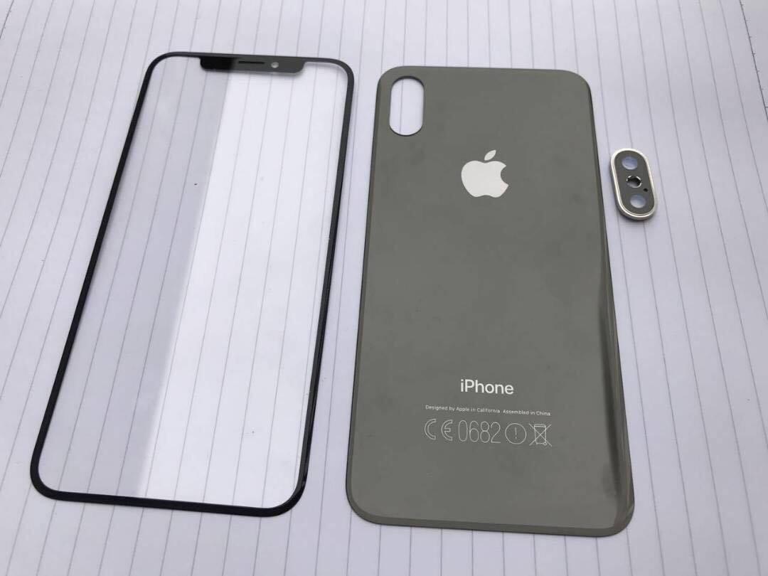 Foto mogelijke iPhone 8 voor- en achterkant.