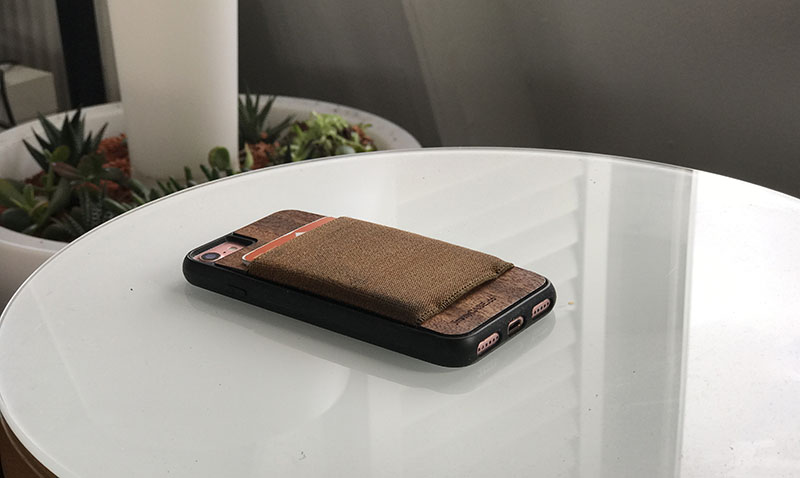 Jimmycase review voor iPhone, met pasjes