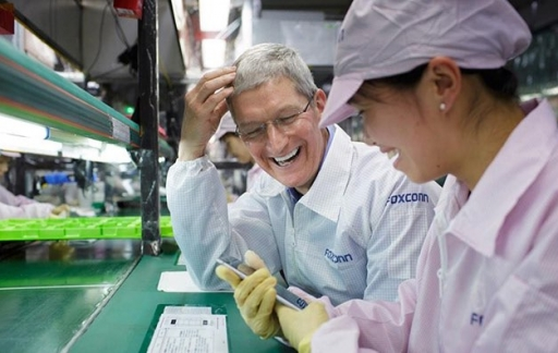 Tim Cook in China, Foxconn-fabriek