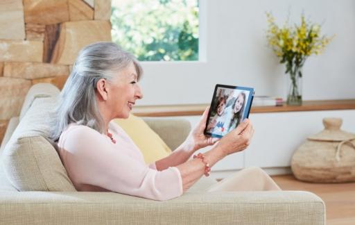 Gehoorimplantaat met iPad.