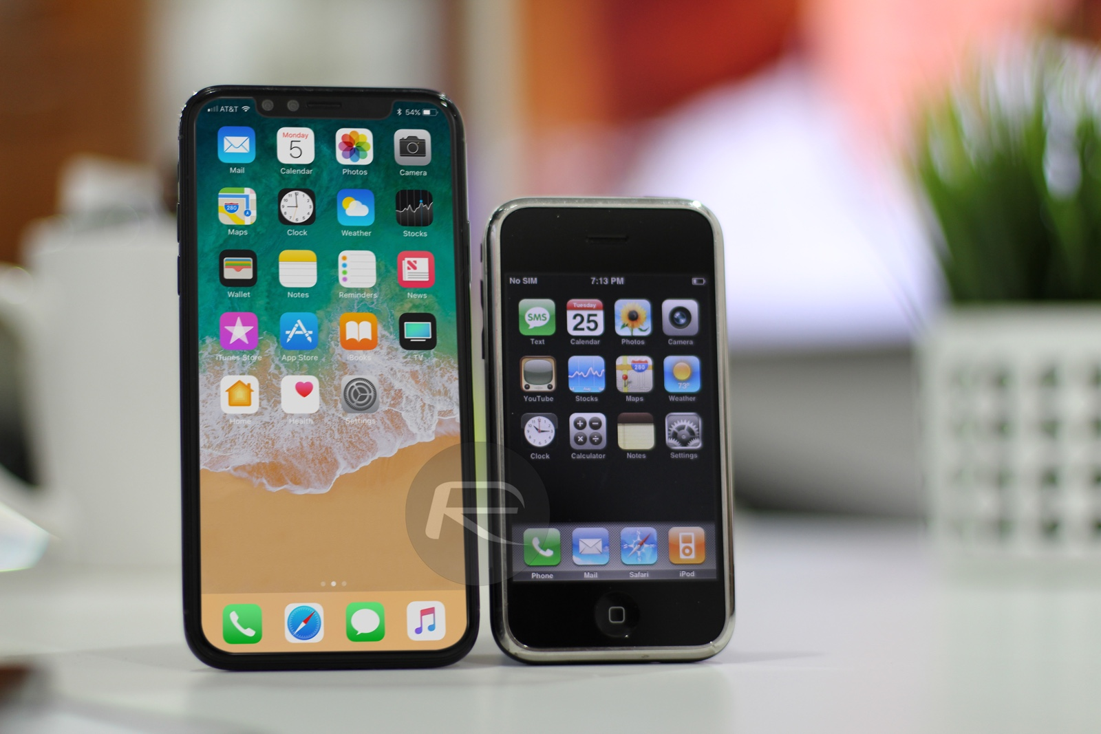 iPhone X/8 vergeleken met iPhone 2G.