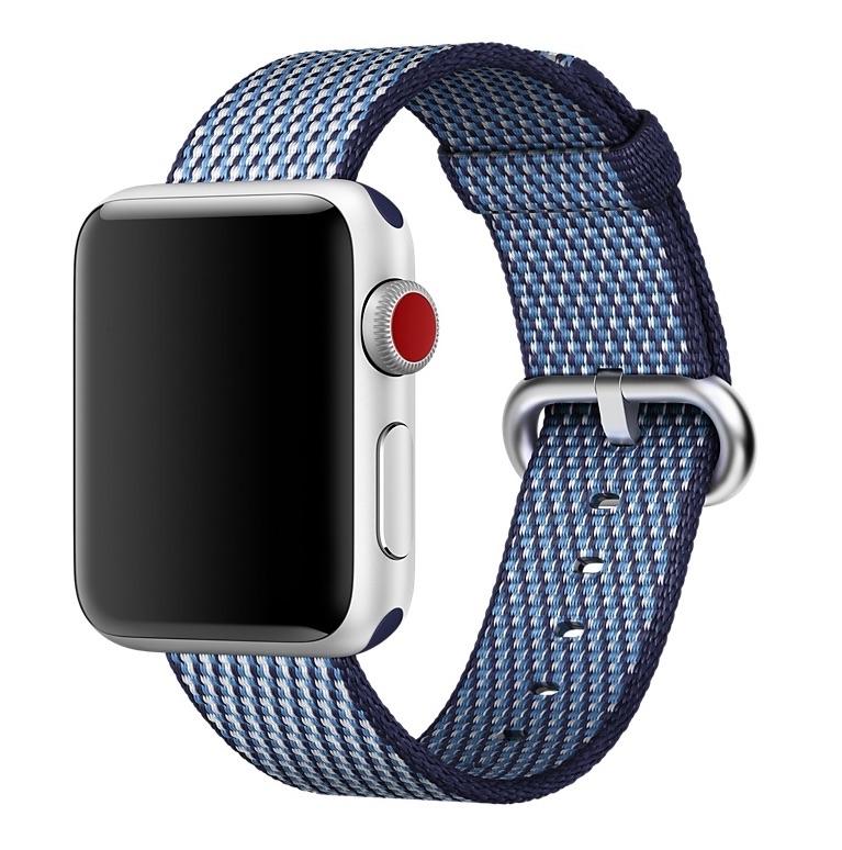 Apple Watch Series 3 met geruite nylon bandje.