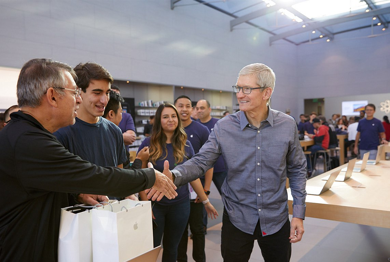 iPhone 8 Apple Store Palo Alto met Tim Cook