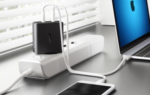 Aukey USB-C charger voor iPhone en MacBook.