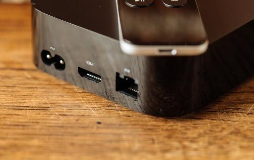 Aansluitingen op de Apple TV 4K.