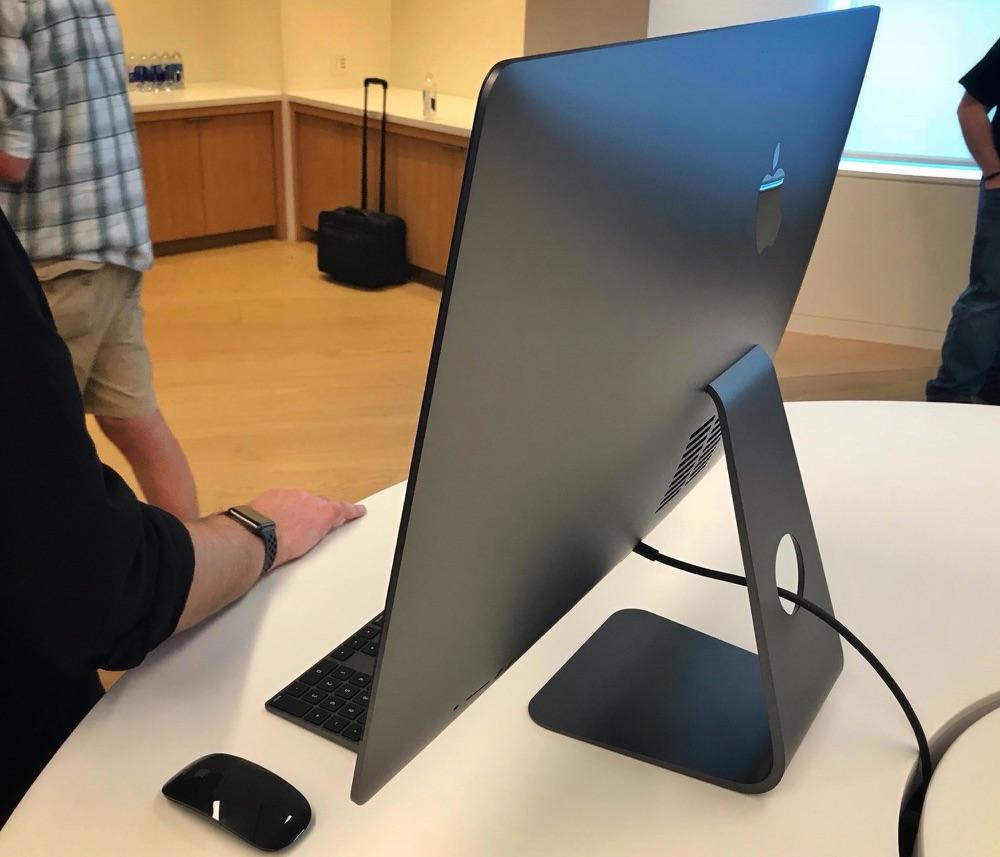 Achterkant van de iMac Pro.