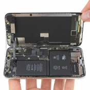 Teardown iPhone X toont opgestapeld moederbord en dubbele batterij