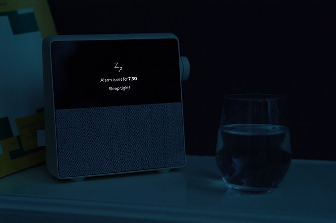 Circa-wekker: OLED-scherm