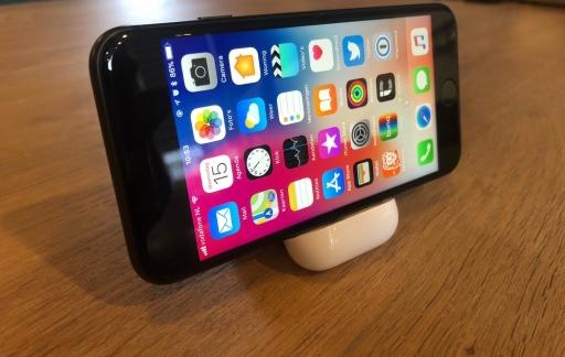 AirPods oplaadcase als houder voor je iPhone.