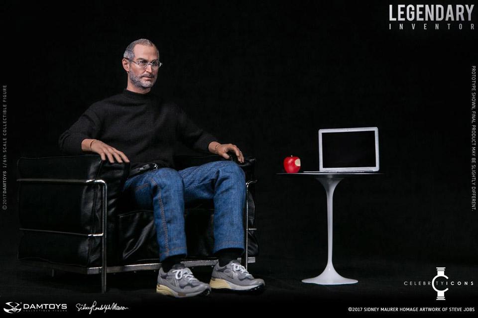 Steve Jobs actiefiguur zittend