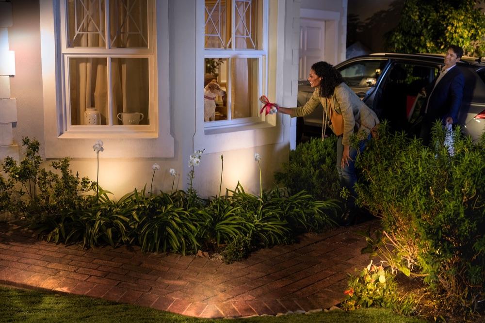 Philips Hue buitenverlichting in de tuin.
