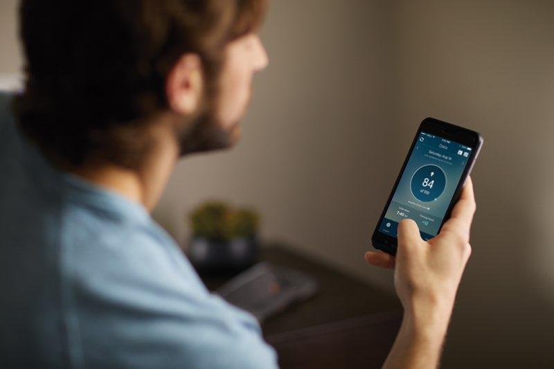 Philips SmartSleep: man met SmartSleep-app