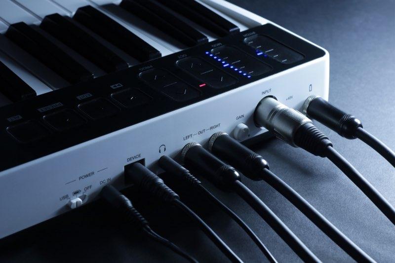 iRig Keys I/O aansluitingen aan achterkant