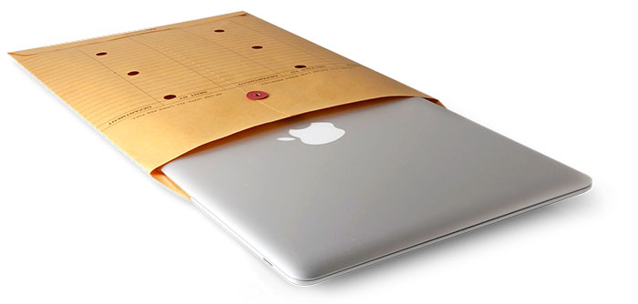 MacBook Air in envelop