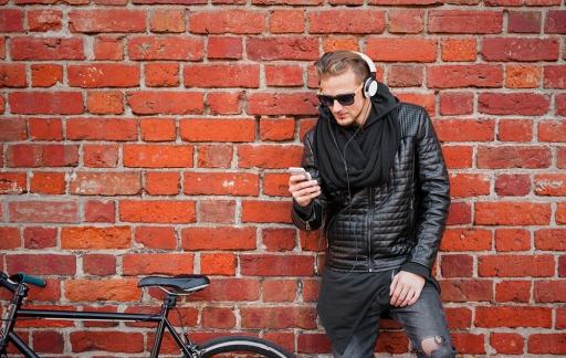 Muziek luisteren Depositphotos 136093280 l-2015
