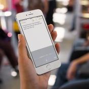 Dicteren op de iPhone kan met één hand.