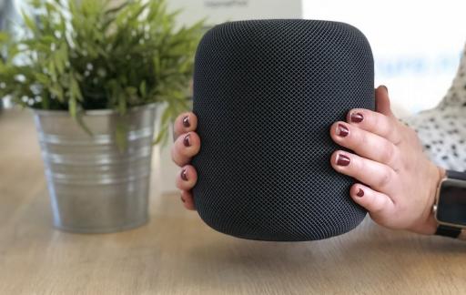 HomePod review: HomePod in handen