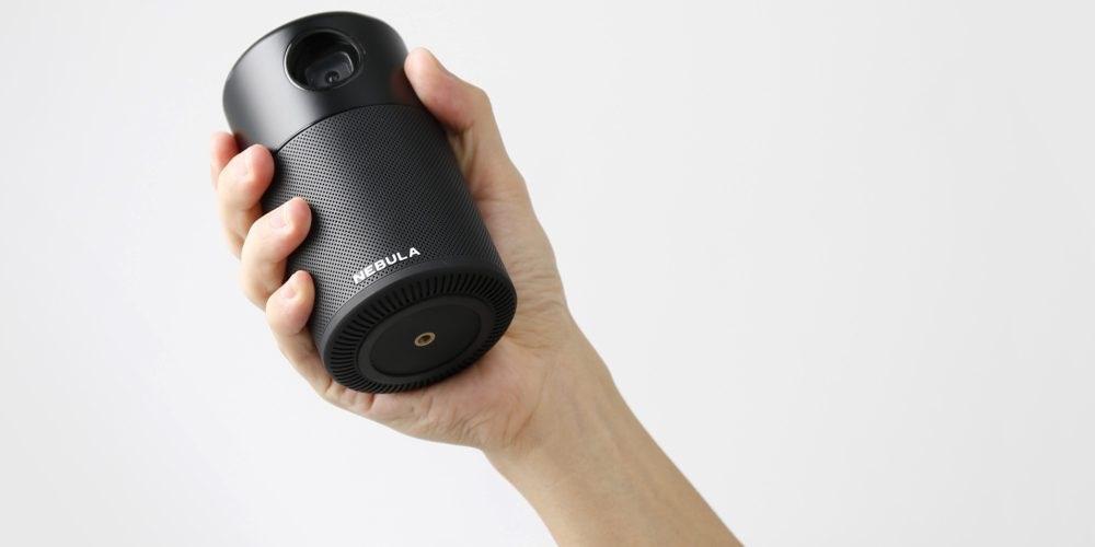 Anker Nebula Capsule review: projector in de hand