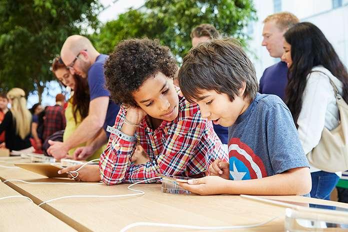 Apple Store Brussel: kinderen met iPads