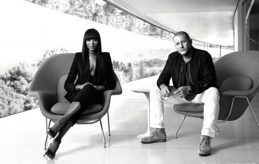 Jony Ive en Naomi Campbell.