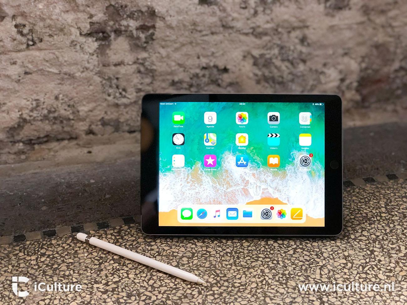iPad 2018 review: iPad op een stenen vloer