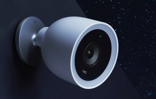 Nest Cam IQ Outdoor in de nacht.