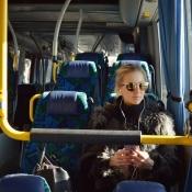 Podcasts luisteren in de bus