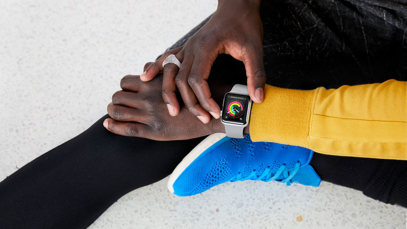 Apple Watch promo met activiteitenringen en workout
