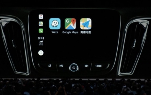 CarPlay in iOS 12 met navigatie-apps.