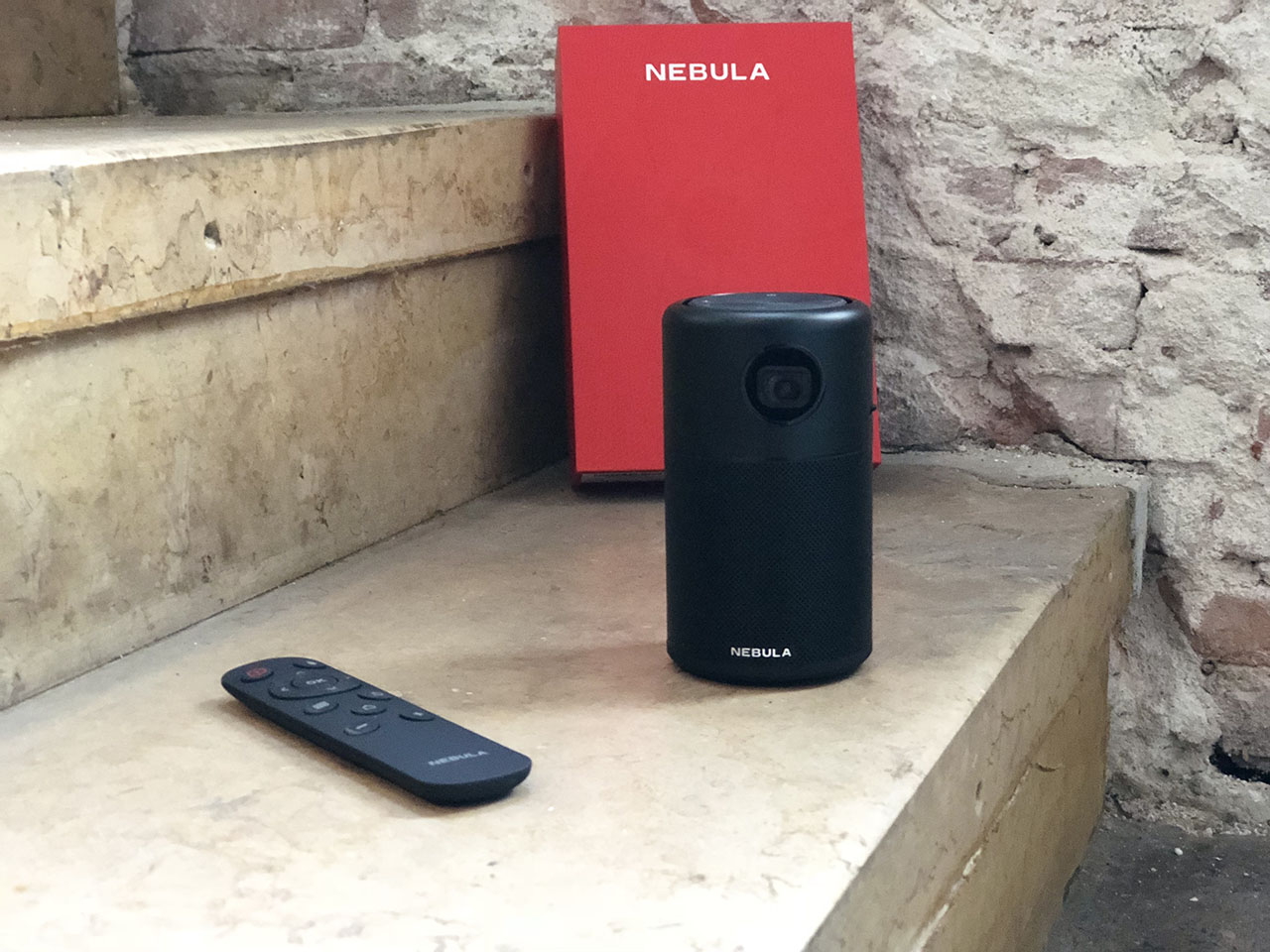 Nebula Capsule review: projector en remote