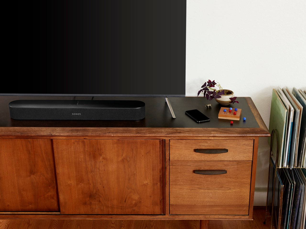 Sonos Beam op tv-kast