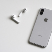 Gerucht: 'AirPods met draadloze oplaadcase begin 2019, nieuw model in 2020'