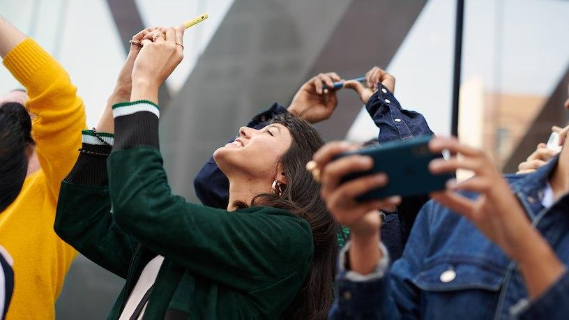 Mensen met grote iPhones