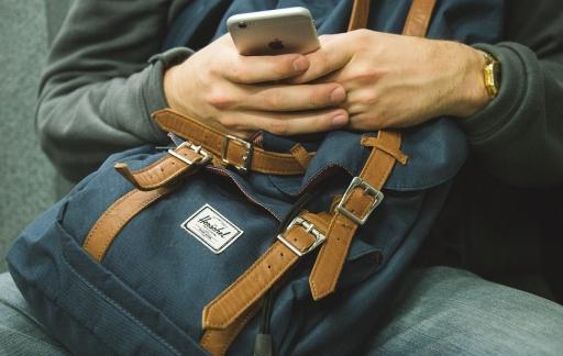iPhone met rugzak