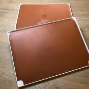 Leren Sleeve voor MacBook Pro met verpakking.