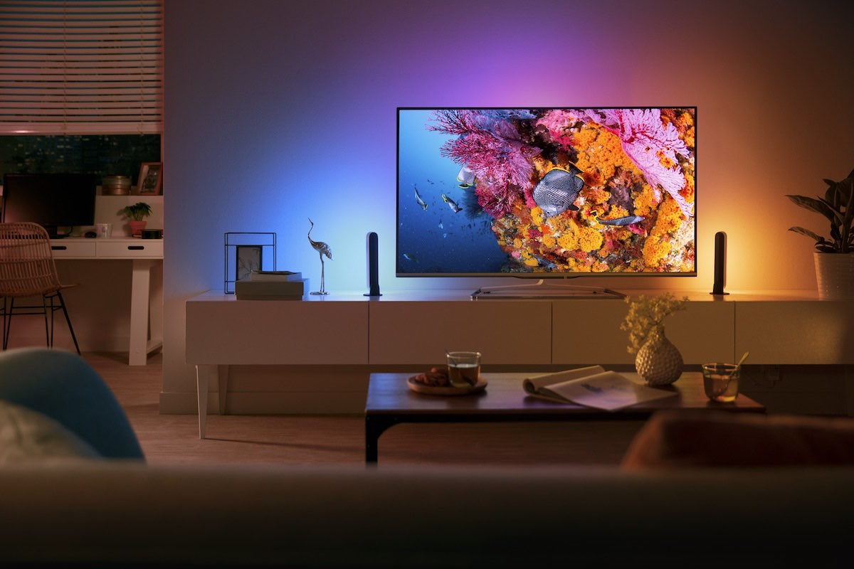 Philips Hue Play lichtbalk achter televisie