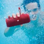 De beste waterproof speakers voor je tuinfeestje, zwembad of badkamer