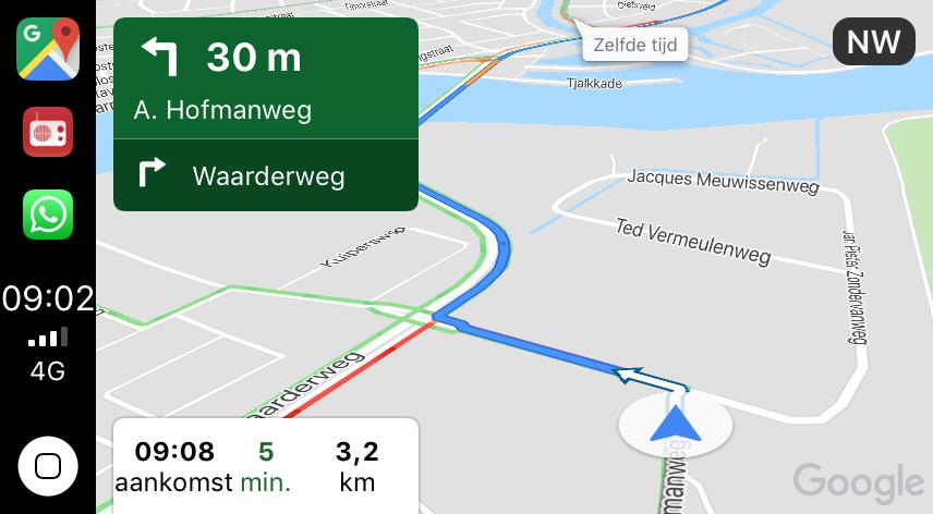 Straatnamen in Google Maps in CarPlay.