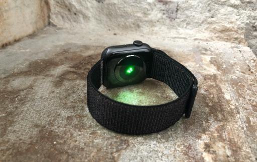 Apple Watch Series 4 met nieuwe hartslagsensor.