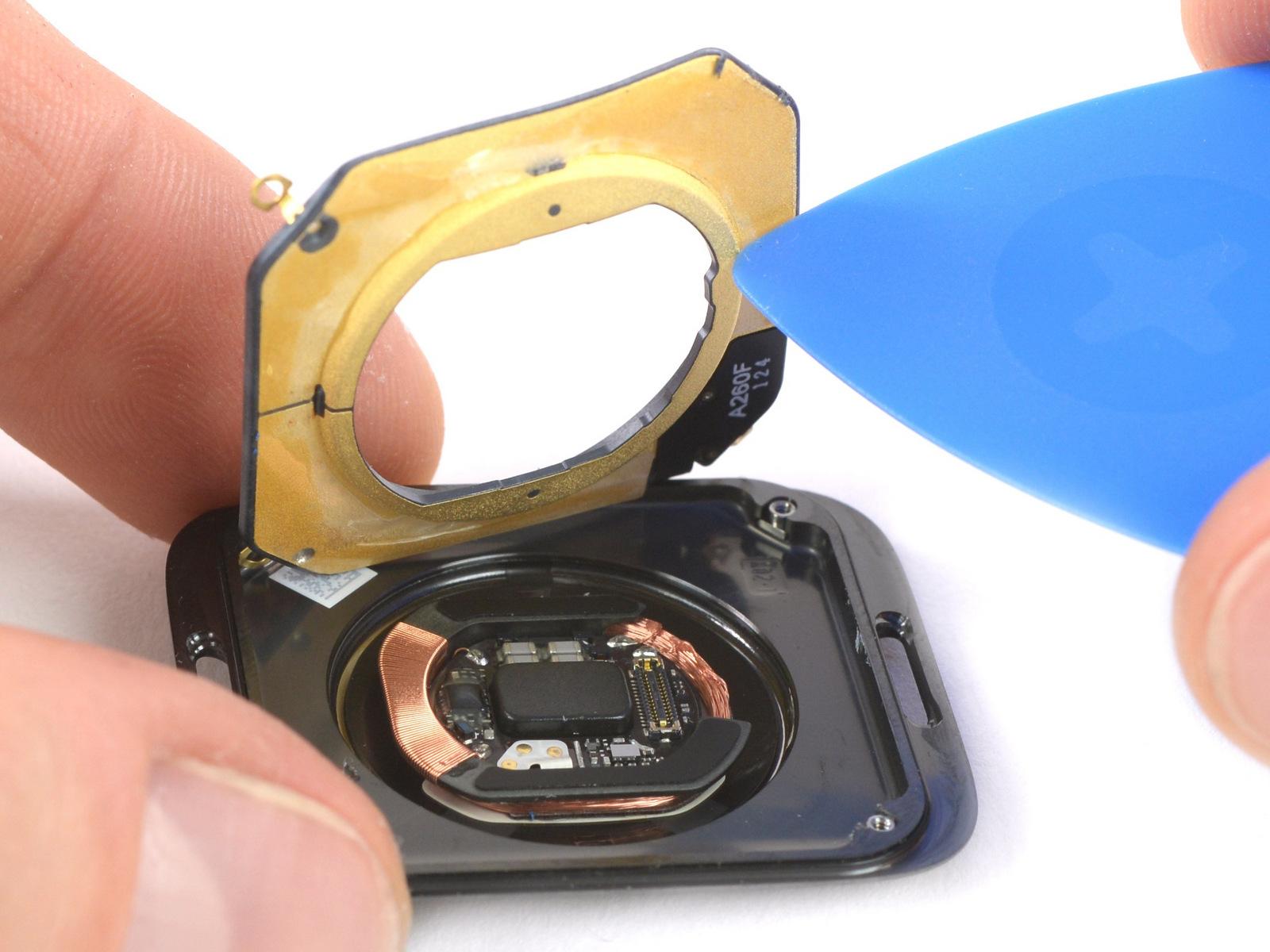 Apple Watch Series 4 teardown van iFixit met sensoren.