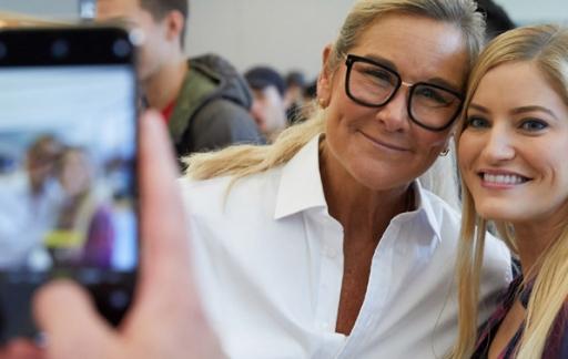 Selfie met Angela Ahrendts